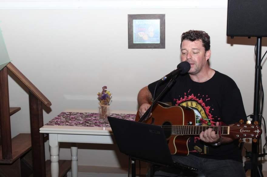 A música ao vivo esteve a cargo de Alex Bessow