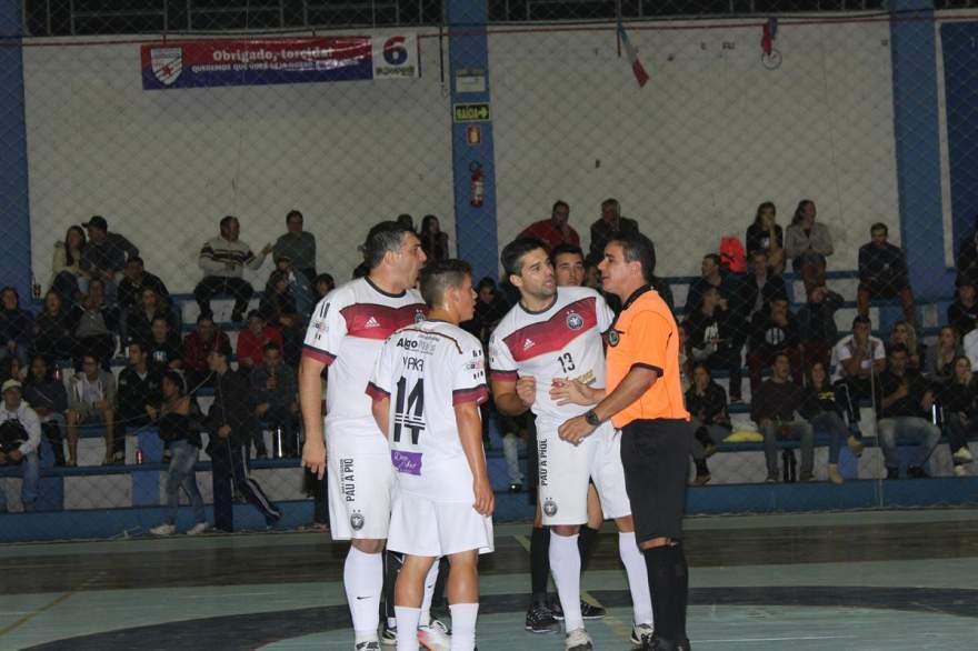 Jogadores do Sem Compromisso reclamaram bastante do gol que decretou o empate no fim da partida