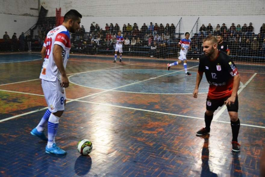 ACBF, do capitão Piolho (D) venceu o Uruguaianense por 6 a 4