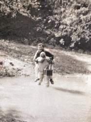 Darci Beise ajuda Caiçara a atravessar o arroio: registro de uma história desenvolvida em vários capítulos