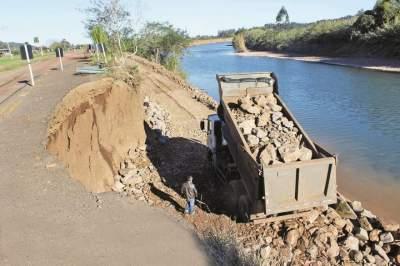 Linha do Rio: Empresa inicia obras de contenção do rio Pardo sobre a VRS 858