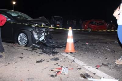 Trânsito: choque violento entre dois carros causa uma vítima fatal