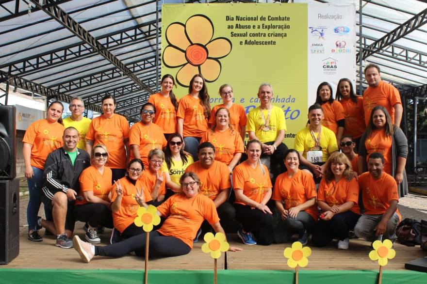 A equipe responsável pela organização da 2ª Corrida e Caminhada Faça Bonito