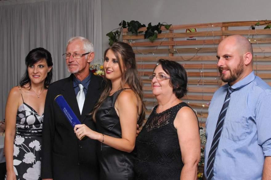 Bruna Luisa Brandt com os pais Rugart e Suzana e os manos Carlos e Ana