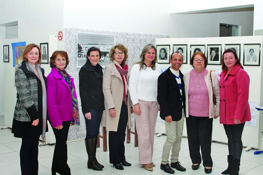 Atual diretora, ex-diretoras, secretária Esther e coordenador da 6ª CRE, Luiz Ricardo