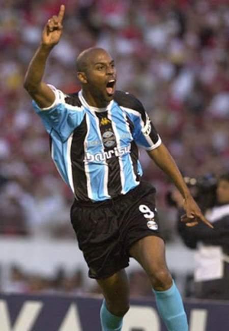 Homem Gre-nal: Centroavante Christian vestiu a camisa de Internacional e Grêmio