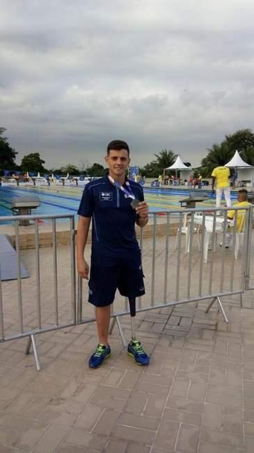 Nadador candelariense competiu em piscina aberta no Rio de Janeiro