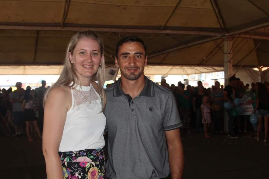 O prefeito André Lacerda e esposa Fabiane