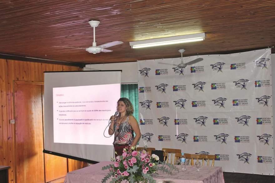 Karine Zenatti Ely foi a palestrante da 1ª Conferência Municipal de Saúde da Mulher