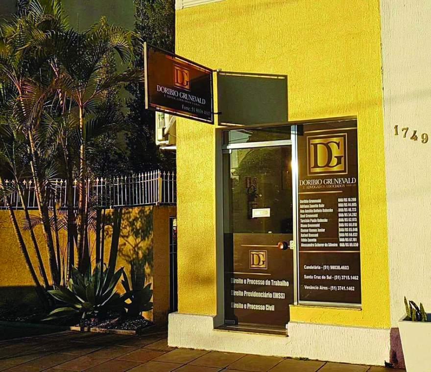 Escritório está localizado na Avenida Pereira Rego, 1.749, na quadra da prefeitura