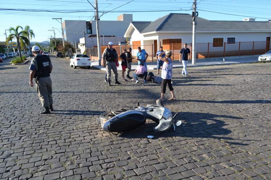 Acidente ocorreu no cruzamento da rua Botucaraí com a avenida Julio de Castilhos - Fotos: Tiago Mairo Garcia - Folha
