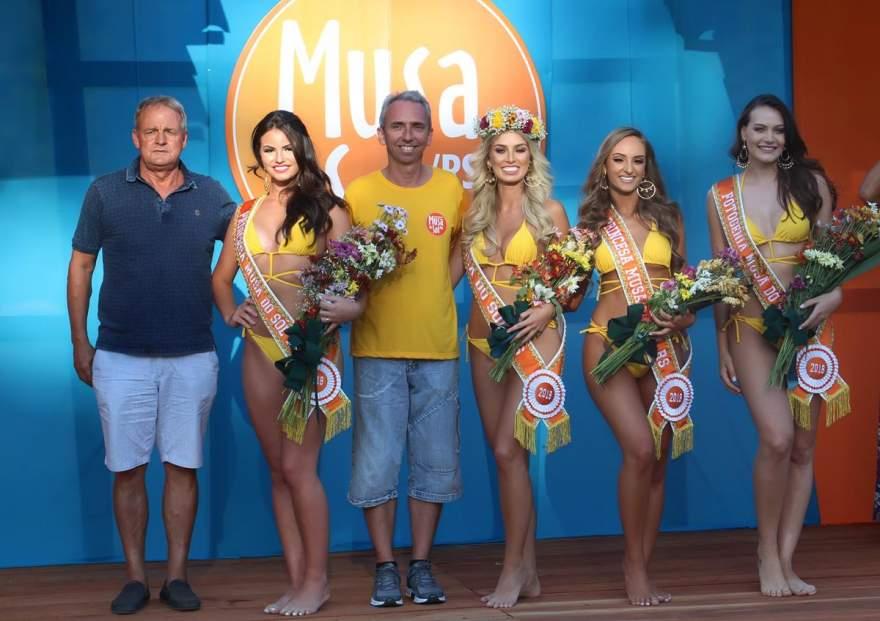Vice prefeito Nestor e Prefeito Paulo com as Musas 2018