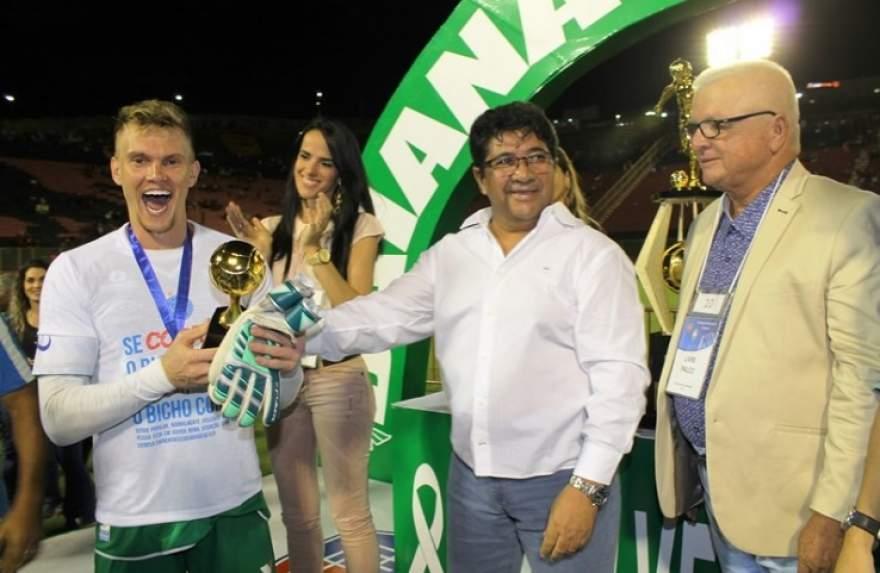 Prêmio foi entregue ao candelariense pelos dirigentes da Federação Baiana de Futebol
