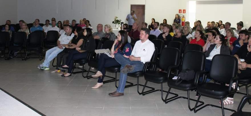 Palestra no auditório da Acic foi acompanhada por representantes de empresas e entidades da cidade