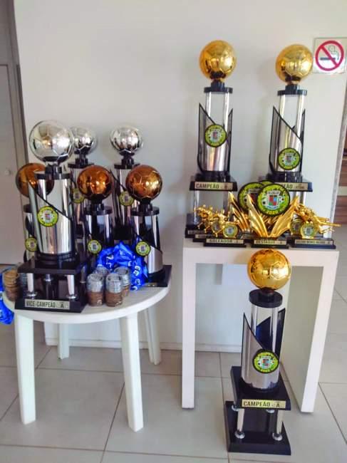 Troféus e medalhas para as equipes vencedoras e para os destaques da competição já estão na Secretaria Municipal de Turismo, Cultura e Esporte
