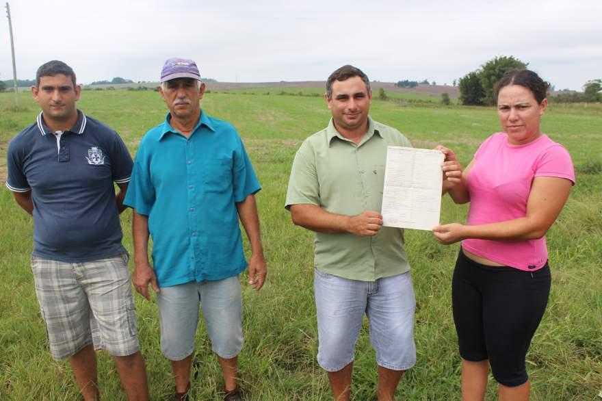 Ivan Moura (centro) e seus familiares confirmam que a Várzea do Botucaraí pertence à Candelária
