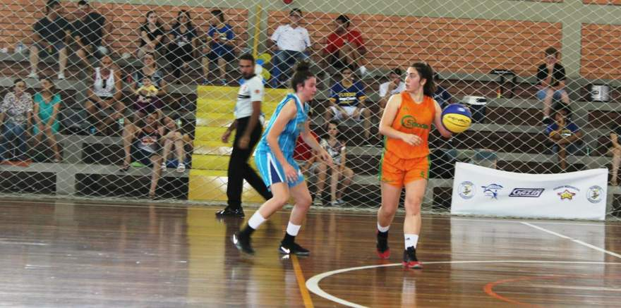 As duas equipes alternaram vantagens durante a partida
