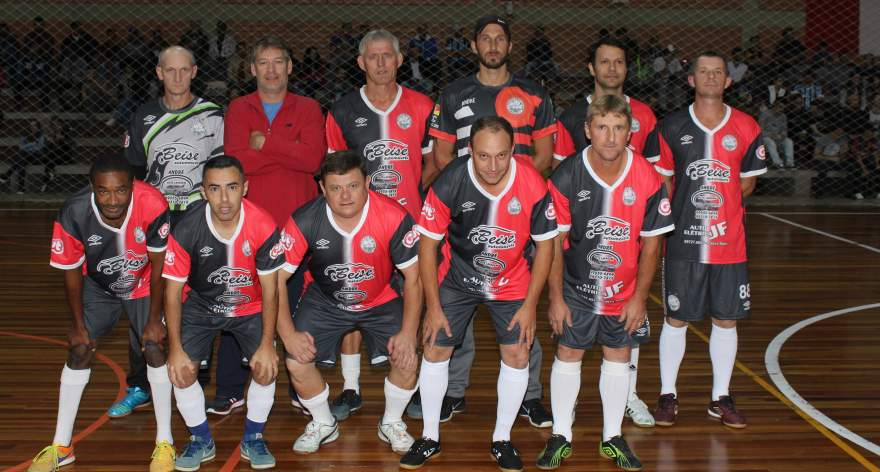 A equipe do FCC, na categoria veteranos