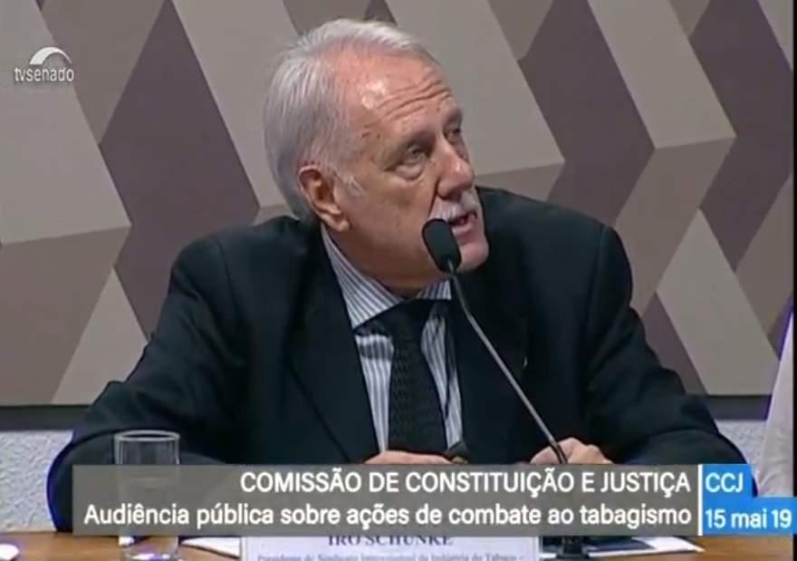 Presidente do Sinditabaco, candelariense Iro Schunke esteve presente na audiência pública em Brasília