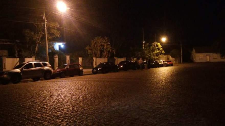 Fila se estende até o final da rua José Bonifácio