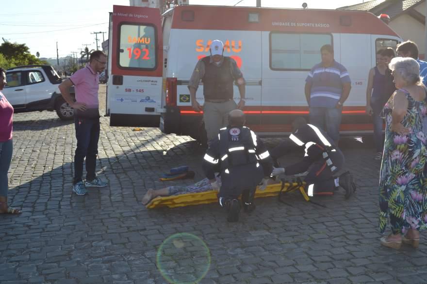 Motociclista foi socorrida pelo Samu e encaminhada ao Hospital Candelária para atendimento médico