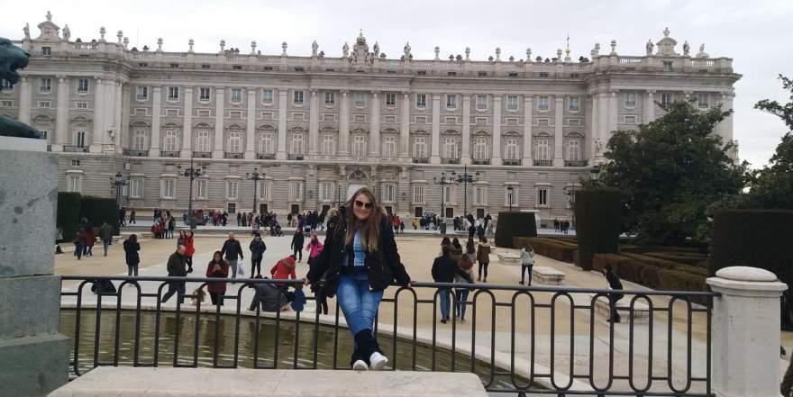 Paloma Thais Beise em visita ao Palácio Real, em Madri