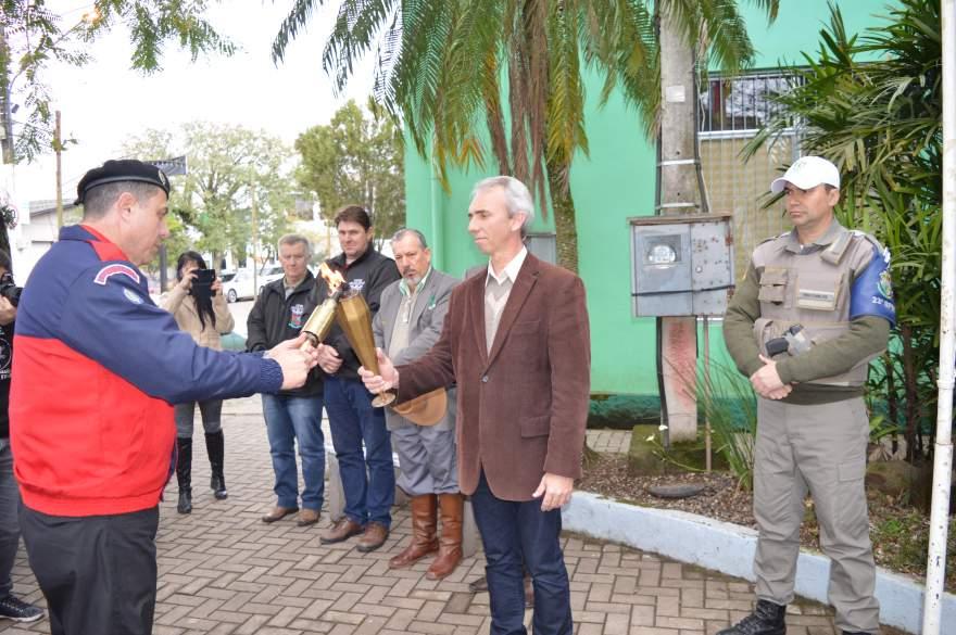 Ato cívico marca a chegada do Fogo Simbólico da Pátria em Candelária