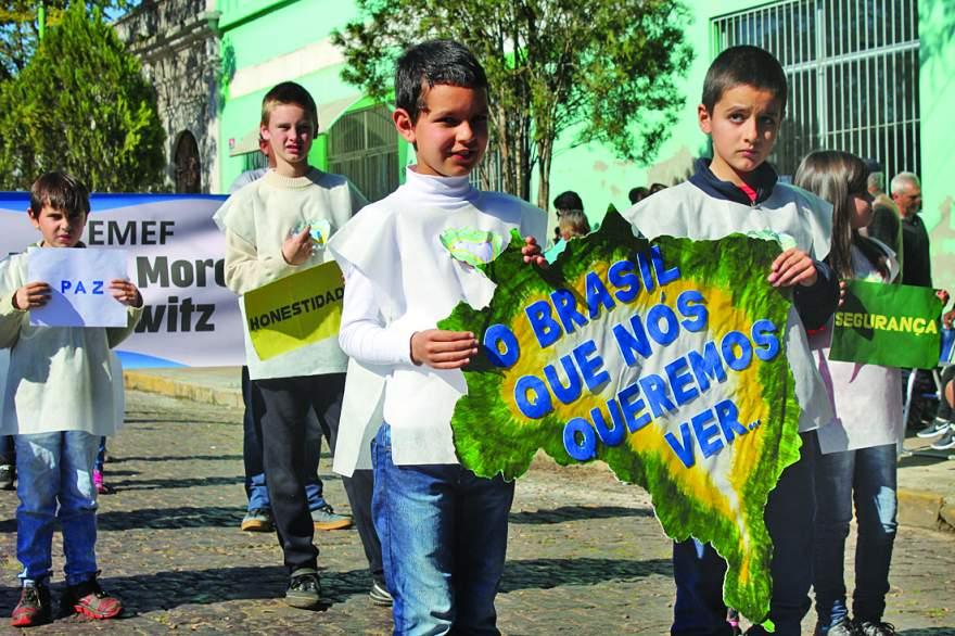 Verde e amarelo: escolas vão levar as cores da bandeira para a avenida