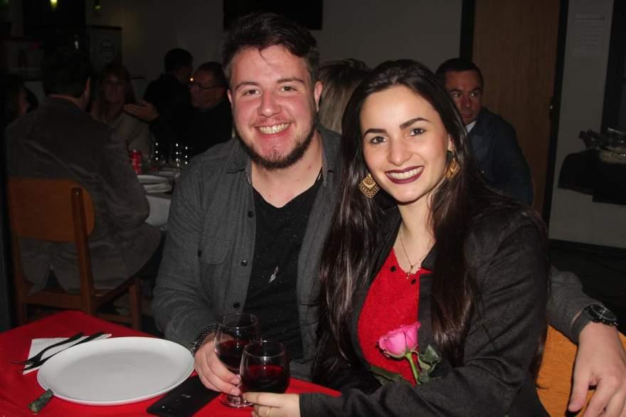 Adler Jessé Feistler e Bianca Boijink