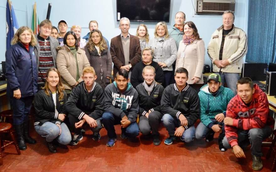 Curso de Informática para agricultores foi organizado pela turma de formandos do Instituto Crescer Legal de Candelária - Crédito: Divulgação