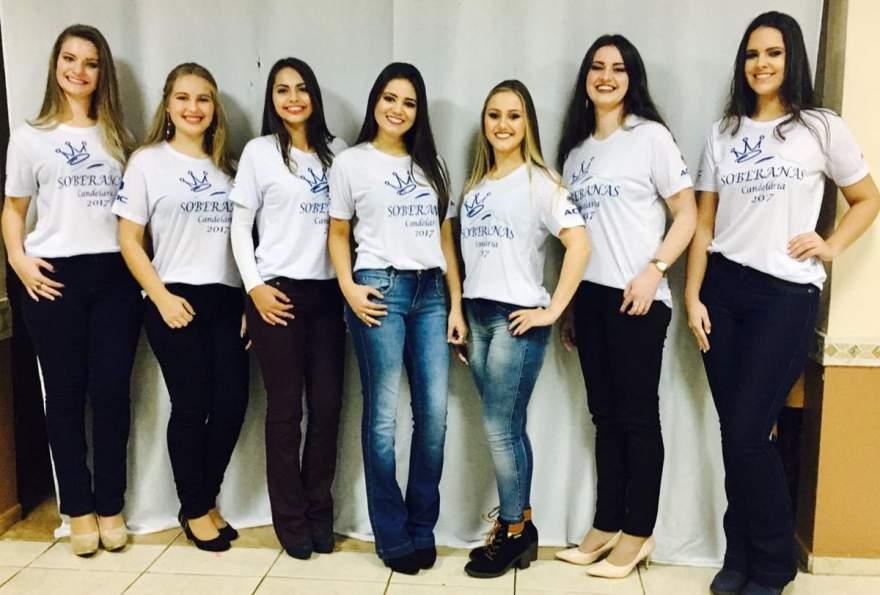 As candidatas com a camiseta oficial do concurso