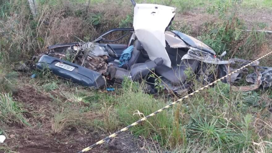 A vítima fatal foi arremessada para fora do carro