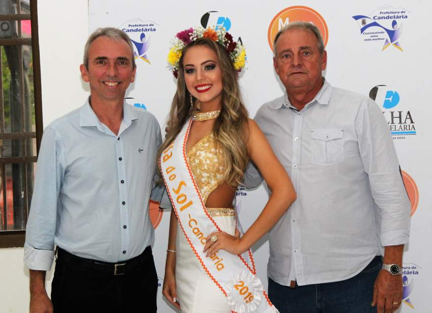 Júlia Gularte com o prefeito Paulo Butzge e o vice Nestor Ellwanger