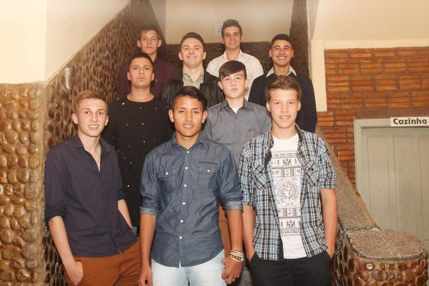 Os nove participantes do concurso