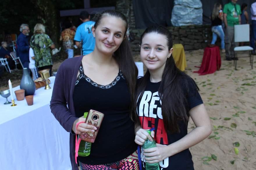 Eduarda com a irmã Ana Carolina: vaga na universidade