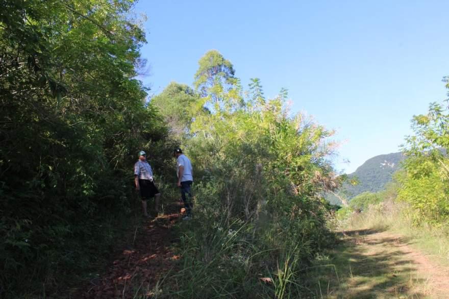 O início da trilha que leva até a gruta do Quilombo