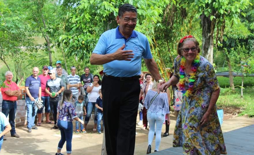 No intervalo, show com Maria Braga e seu José do Grupo Viver a Vida