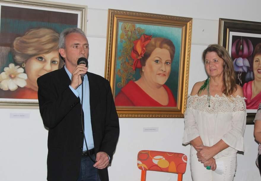 A abertura com o Prefeito Paulo Butzge (Fotos: Odete Jochims • Folha)