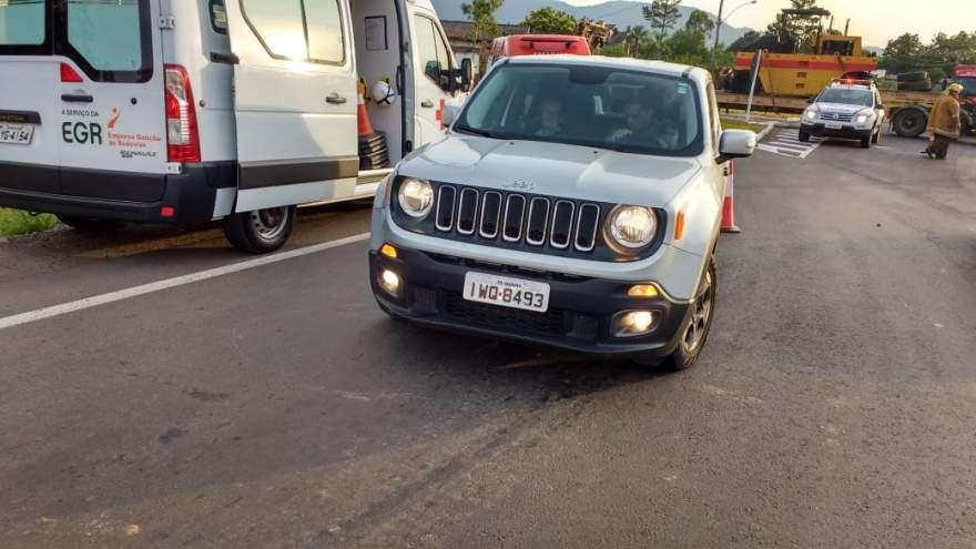Colisão entre Jeep (foto) deixou ciclista ferida; ela foi atendida no Hospital Candelária e liberada (Foto: Arzélio Strassburger)