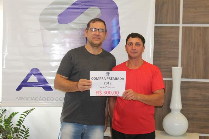 A entrega do prêmio para Ivan Alex Leopold