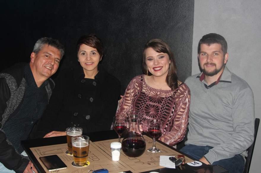 Chitão e Juçara Voese, Hojana e Maikon Diehl