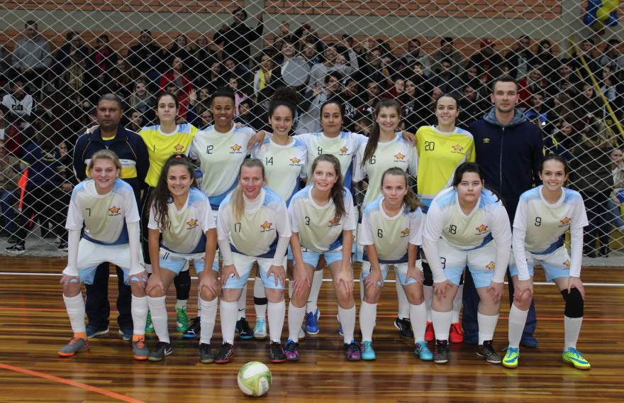 A equipe do Colégio Medianeira (feminino)