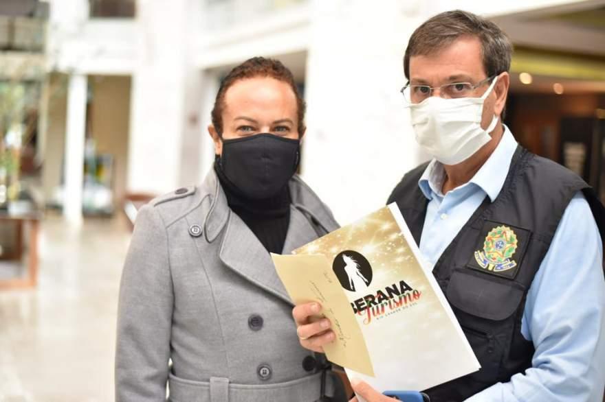 Na foto Lucca Rossi, organizador do evento com o Ministro do Turismo Gilson Machado