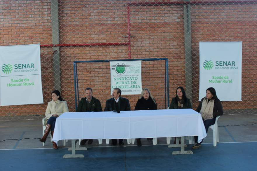 A mesa de honra com a participação das autoridades na solenidade de abertura