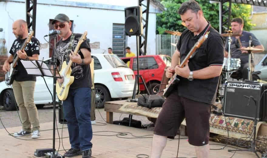 Sábado de rock na rua coberta