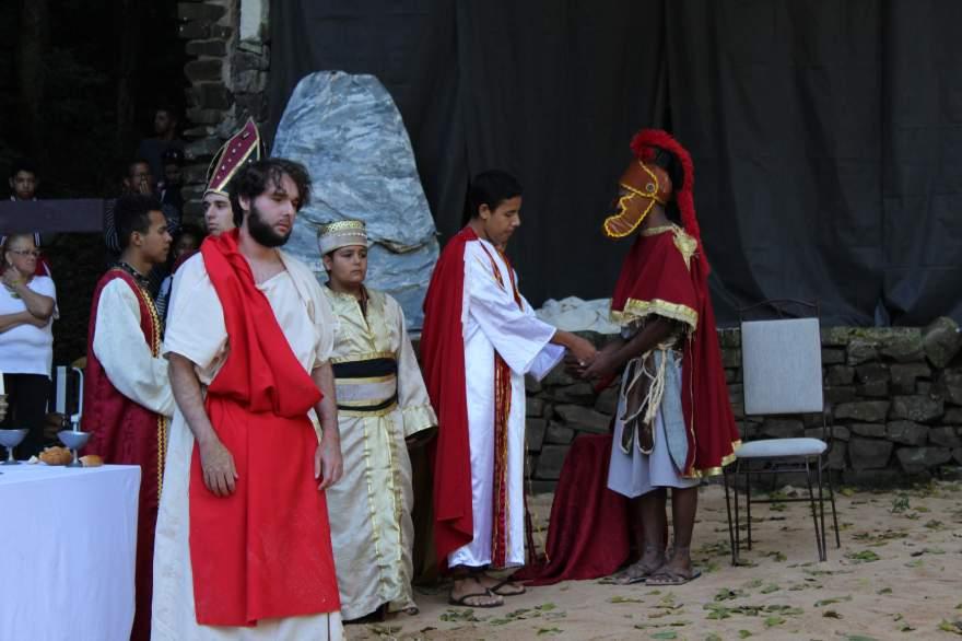Pilatos lava as mãos no julgamento de Jesus