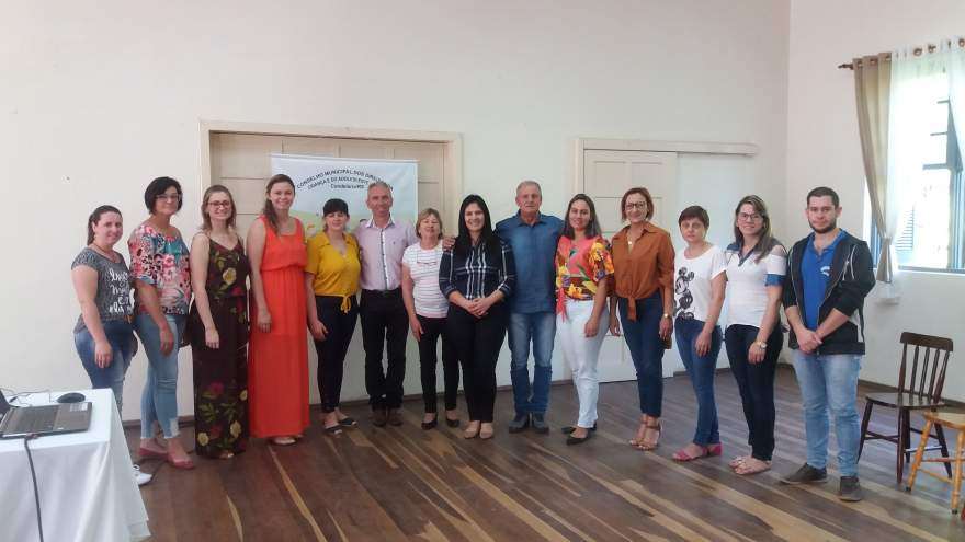 Conselheiros tutelares de Cerro Branco, com autoridades e servidores dos dois municípios
