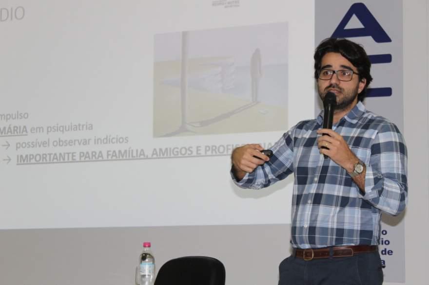 Psiquiatra Fernando Godoy Neves discorreu sobre o comportamento de quem comete suicídio e o que se pode fazer para prevenir