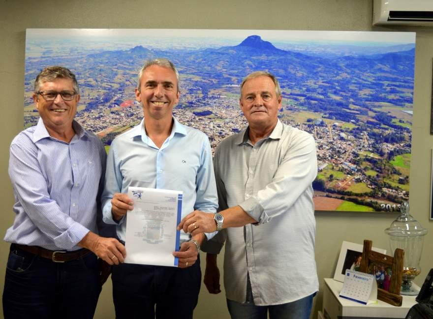 Marco Treichel (primeiro à esquerda) é o novo secretário de Agricultura e Meio Ambiente