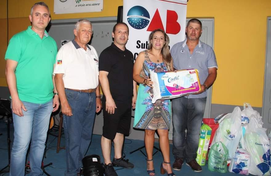 Diretoria da OAB e Dalton Hoppe do Asilo de Candelaria com as doações